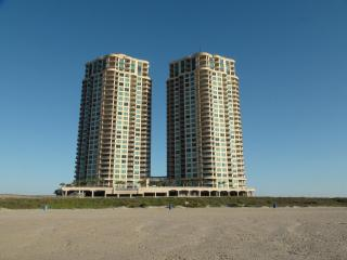 Luxury  3 Bedroom 2.5 bath Condo  on beach, Galveston