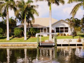 Award Winning* Gulf Access Pool Home-Secluded Area, Cape Coral