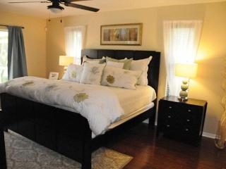 Master Bedroom Suite - Newly Redecorated - Southwest Pelican Neighborhood Vacation Villa Cape Coral