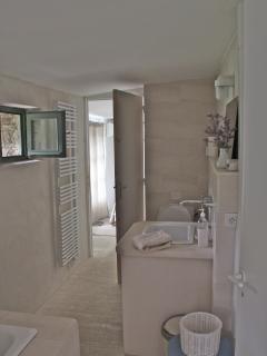 Annex Bathroom Linking 2 bedrooms