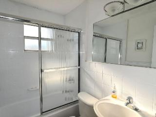 Guest/Hall batheroom with tub and shower