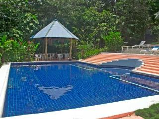 Secure and Charming a-Frame Bungalow, Parc national Manuel Antonio