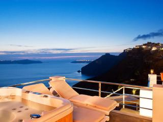 Santorini Stylish Villa with fantastic sea views, Fira