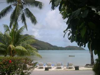 Villa with Sea View and swimming Pool and free wif, Isla de Praslin