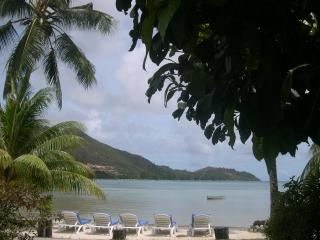 Villa with Sea View, free wifi and  Swimming pool, Praslin