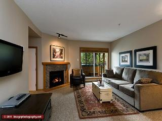 64 Glaciers Reach this 2br home has a hot tub & pool in Whistler Village