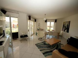 Juan Les Pins 3 Bedroom Antibes Rental, Close to the Beach, Juan-les-Pins