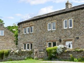 END HOUSE, pet friendly, character holiday cottage, with a garden in West Burton, Ref 5279