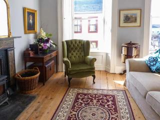THE MERCHANT'S HOUSE, family friendly, character holiday cottage in Kilrush