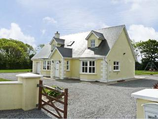 PEBBLE DRIVE COTTAGE, pet friendly, country holiday cottage, with a garden in Duncannon, County Wexford, Ref 4666