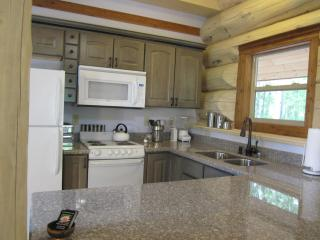 Kitchen - Granite Counters, Dishwasher, Microwave