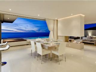 Penthouse lounge and dining