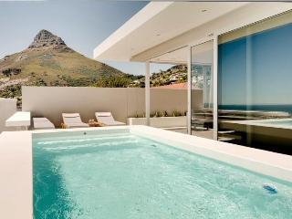 Spectacular Sea View Aquatic Villa, Walk to Beach