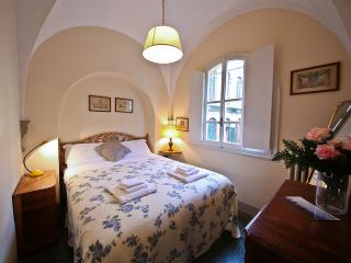 Mentana 1 Bedroom Tuscan Apartment in Florence