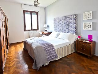 Spacious 2 Bedroom Apartment in Florence