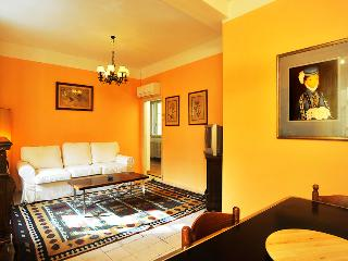 Bright 3rd Floor Apartment Rental with 3 Bedrooms, Florence