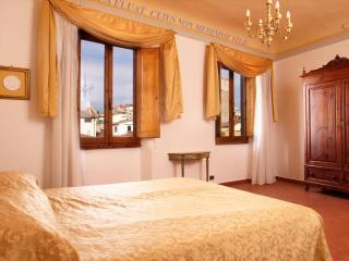 Quiet and Central Toscanella Apartment in Florence, Florencia
