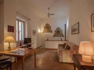 Charming 2 Bedroom Holiday Apartment in Florence