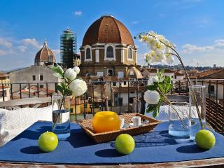 Stunning Central Florence Vacation Rental with Panoramic Views, Florencia