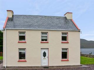 DERRIANA COTTAGE, pet friendly, with a garden in Waterville, County Kerry, Ref 7954