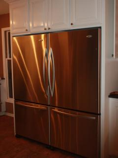 stainless steel appliances, lots of refrigerator/freezer space