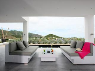 Contemperary styled 2 bedroom villa at Orient Bay