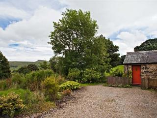 THE BUTTERY, romantic, luxury holiday cottage, with a garden in Countersett, Ref