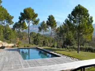 Excellent 5 Bedroom Villa with a Pool, in Aix En Provence, Aix-en-Provence