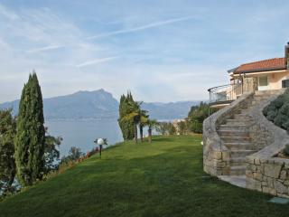 Lake Garda Villa near Town for Family and Friends - Villa Torri