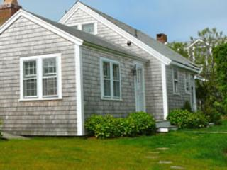 3 Bedroom 2 Bathroom Vacation Rental in Nantucket that sleeps 6 -(10036)