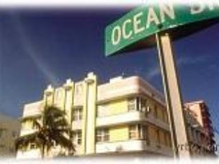 Ocean Drive! South Beach Art Deco Building, Miami Beach