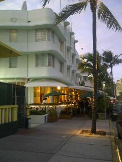 building with lobby/patio restaurant