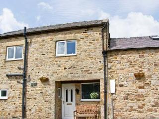 1 WHITFIELD BROW, pet friendly, country holiday cottage, parking and enclosed garden, Fristerley, Ref 8149, Frosterley