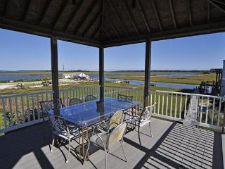 Gazebo with Dining area, spectacular views!