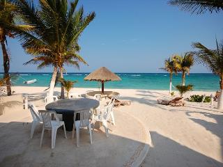 3 bedroom beachfront home on Aventuras Akumal SAT TV Wifi AC