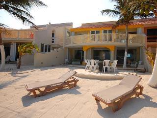 3 bedroom beachfront home on Aventuras Akumal SAT TV Wifi AC