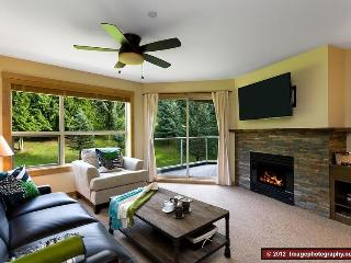 The Aspens: Ski In/Out, Hot tubs, Pool, Front Desk, 4 Star Quality, Quiet, Whistler