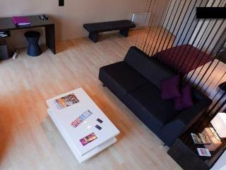 Holiday Rental Bordeaux - Modern with Balcony