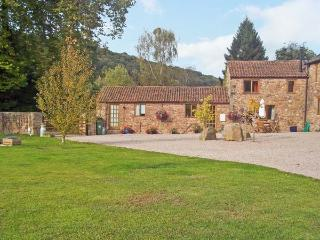 SUTTON BARN, pet friendly, country holiday cottage, with a garden in Hope