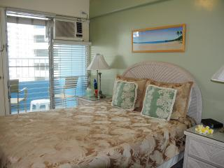 Romantic 2 BR 2BA CONDO WITH OCEAN VIEW IN WAIKIKI
