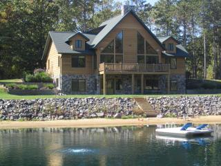 Spacious Retreat Private Swimming and Fishing Pond, Wisconsin Dells