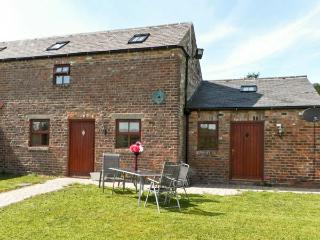 THE BYRE, family friendly, country holiday cottage, with a garden in Coxhoe, Ref