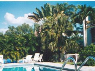 Breathtaking 2 BR/2 Ba, 77 Steps to Beach Unit 304, Isla de Sanibel
