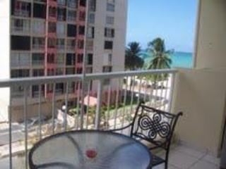 Ocean View Studio  W/ Beach Acess in Isla Verde, Carolina