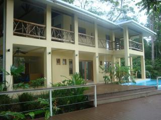 sleeps 9 people Costa Rica best Casa de Mono Locos, Playa Matapalo