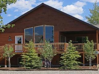 Buffalo Creek Cabin 420: 8 BR/5 Bath Home for 18 in Town, Laundry, Deck/BBQ