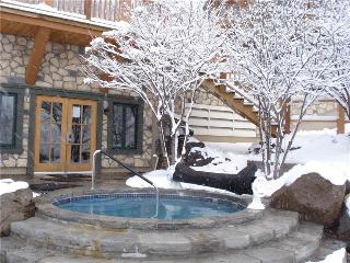 Beautiful House with 3 BR, 2 BA in Mont Tremblant (Equinoxe 152-5)