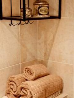 Bathroom: Towels & Soaps Provided