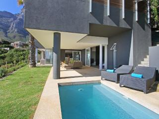 The View Villa Garden apt with Private pool CAMPS BAY Cape Town