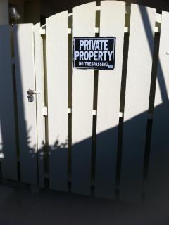 Private gate, no trespassers